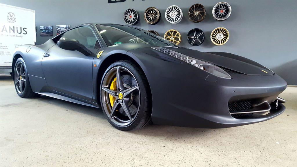 folierung würzburg Ferrari Matt schwarz folierung