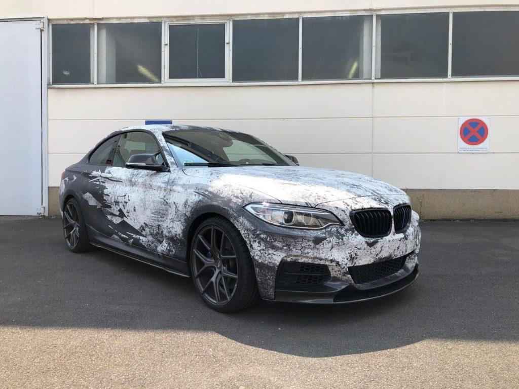 BMW M240i Digitaldruck Komplettfolierung im Used-Camo Style